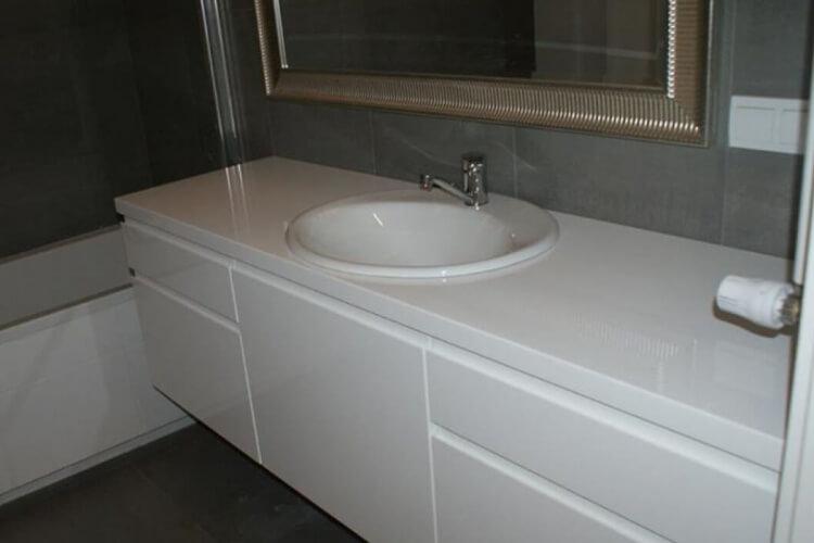 Modna łazienka - biały lakier